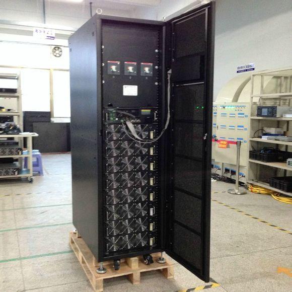 模块化UPS系统是由:功率模块、充电模块、系统监控模块、机柜以及电池组构成。模块化UPS是把高频UPS的功率部分单独做成一个个功率模块,然后每个模块并联输出,另外旁路切换模块和控制单元也做成模块单元,这样整台UPS就是一个个模块叠加而成。